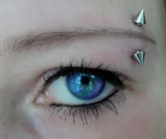 eye peircien | Eyebrow piercing photos