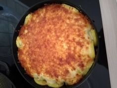 A darált húsból golyókat formált, tortaformába tette, majd körberakta burgonyával, csodás finomság lett! - Bidista.com - A TippLista! Macaroni And Cheese, Paleo, Food And Drink, Pizza, Ethnic Recipes, Easy Meals, Creative, Mac And Cheese, Beach Wrap