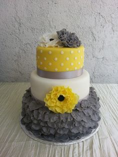 Round Wedding Cakes - Gray, Yellow, White simple but yet elegant Wedding Cake!
