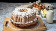 Upečte si jednoduchou bábovku našich babiček Tiramisu, Camembert Cheese, Cake, Ethnic Recipes, Food, Kuchen, Essen, Meals, Tiramisu Cake