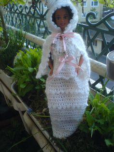 Weis/Rosa gehäkeltes Kleid mit Kaputzencap