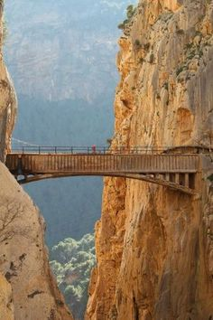 Espanha El Caminito del Rey, Canyon of the Gaitanes, Malaga. Spain A Man's Information to Shopping f Places To Travel, Places To See, Travel Destinations, Places Around The World, Travel Around The World, Wonderful Places, Beautiful Places, Magic Places, Malaga Spain