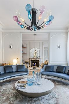 This time I present the work of the Parisian ,  Gérard Faivre .  Known as the sixth best world interior designer, Faivre became the creator of a new art of living in France.  the designer waited for more than 15 years to practice that always dreamed, interior designer and exteriors. With resignation and a tinge of sadness, she had to give up his architectural studies to manage the family business, after the untimely death of his father.