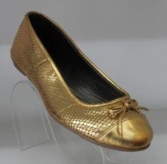 El calzado tambien se usaba en tonos dorados