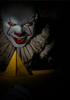 Watch Full HD Quality horor Movie (It) 2017 In a small town in Maine, seven children known as The Losers Club come face to face with life problems, bullies and a monster that takes the shape of a clown called Pennywise. Clown Horror, Arte Horror, Horror Art, Le Clown, Creepy Clown, Bill Skarsgard, Scary Movies, Horror Movies, Pennywise The Dancing Clown