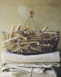 What a cheap and cool idea for decoration in a laundry room. wooden clothespins in vintage basket Wooden Clothespins, Wooden Pegs, Wooden Handles, Wabi Sabi, What A Nice Day, Clothes Pegs, Clothes Lines, Hanging Clothes, Vintage Laundry