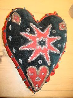 Folk art heart, nice blogspot to visit.