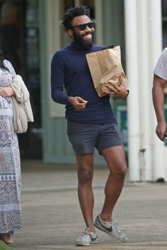 10 Highly Respectable Ways to Wear Shorts This Summer From Donald Glover to John Legend, these stylish guys know how to stay cool without sacrificing their sense of style in the process. Donald Glover, Black Shorts Outfit, Grey Shorts, Men Shorts Style, Man Shorts, Velvet Dinner Jacket, Look Fashion, Mens Fashion, Orange Suit