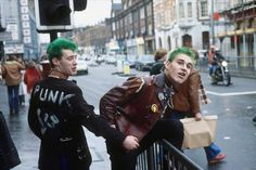 Punks in the West End in 1977. vintage everyday: 25 Fascinating Photographs Give a Rare Glimpse of Life in London in the 1970s