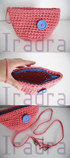 Bolsito de Trapillo - Patrón Gratis en Español aquí:  http://manualidades.facilisimo.com/blogs/punto/bolsitos-de-trapillo-color-coral_1131795.html