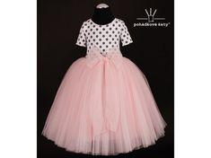929ccea6f064 Dětské a dívčí princeznovské puntíkované šaty s meruňkovou tylovou sukní.  Cena od 2 799Kč.