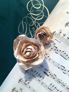 tea stained paper roses from sheet music Diy Arts And Crafts, Paper Crafts, Diy Crafts, High Tea Decorations, Tea Stained Paper, Creative Art, Creative Things, Tea Stains, True Art