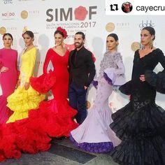 Solo puedo decir GRACIAS!!!! ♥️ #Repost @cayecruz_com with @repostapp ・・・ Alejandro Santizo bien rodeado de volantes y de 'Pensamientos Míos' que han llenado la pasarela de @simofsevilla, ¡Enhorabuena! #ModaFlamenca #SIMOF2017 #siempresimof #SIMOF #flamencas #instaflamenca #spanishfashion #modaandaluza