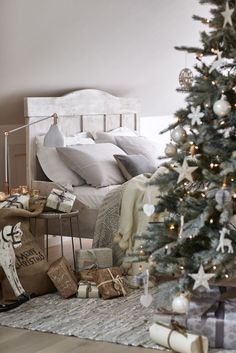 Christmas bedroom: Layer natural bedlinen with throws in soft hues on a rustic w. Christmas bedroom: Layer natural bedlinen with throws in soft hues on a rustic wooden bed frame. Noel Christmas, Rustic Christmas, All Things Christmas, Modern Christmas, Christmas Morning, Christmas 2019, Beautiful Christmas, Rustic Wooden Bed, Rustic Room