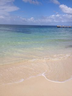 Fly to #Roatan with TACA Regional and enjoy of this amazing destination of Central America