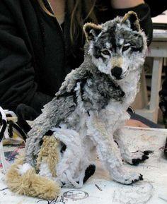 Umělecké dílo: Vlk z materiálu čističů dýmek