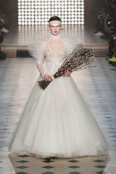 Défilé Vivienne Westwood automne hiver 2014-15 :  Une robe de mariée toute en transparence #PinPFW