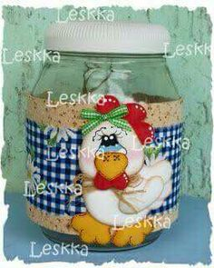 Botes ingeniosos preciosos Ball Mason Jars, Mason Jar Lids, Mason Jar Crafts, Painted Jars, Hand Painted, Summer Crafts, Diy And Crafts, Decoupage Jars, Clay Jar