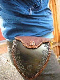 Sacoche de hanche en cuir pour motard, à découvrir !