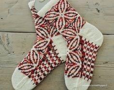 Koti männikössä: Vähillä grammoilla paljon lämpöä Diy Crochet And Knitting, Knitting Socks, Knit Socks, Koti, Mittens, Pattern, Drawing, Projects, Fashion