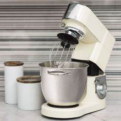 Vi har fuldt program fra OBH - Køb online i dag til BILLIG PRIS - F.eks. Tilbud på OBH Zeus køkkenmaskine, Creme - 6697