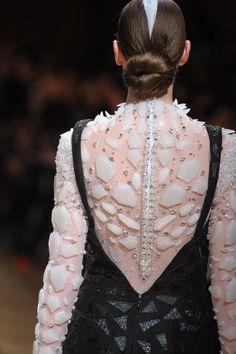 Fashion show couture ON AURA TOUT VU spring/summer 2014  #moderncouture #oatv #onauratoutvu #coutureshow #hautecouture #phw #paris #fashionweek #yassensamouilov #liviastoianova #liviaandyassen #summer2014 #luxe #blackandwhite #lightandshadow #crystal #woman #style #leather #resine #embroidery #tulle #duchesssatin #combinaison #zip #broderie #finition