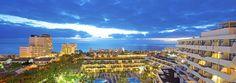 L'hôtel IBEROSTAR Las Dalias est un hôtel tout inclus sur la Playa del Bobo, à l'atmosphère familiale et décontractée, où chaque client pourra profiter du repos qu'il recherche durant ses vacances. Situé à 500 mètres des plages de la Costa Adeje, Ténérife, cet hôtel familial accueillant de 404 chambres en formule Tout Inclus