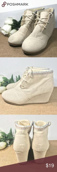Womens 8.5 Cream Tilly Wedges Canvas by Maurices In great condiion, very minor signs of use. Maurices Shoes Wedges