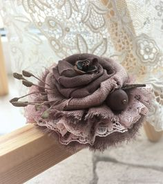 Hints that may assist you Better Your comprehension of fabric crafts Shabby Chic Flowers, Burlap Flowers, Lace Flowers, Fabric Flowers, Wedding Flowers, Textile Jewelry, Fabric Jewelry, Brooches Handmade, Handmade Flowers