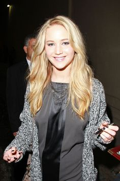 Jennifer Lawrence | 11 Reasons Being A Lefty Is Better