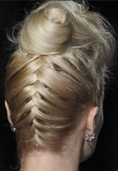 DIY Friday Runway Braid up the back bun! DIY Friday Runway Braid up the back bun! Easy Updo Hairstyles, Summer Hairstyles, Wedding Hairstyles, Messy Bun Updo, Bun Braid, Ponytail, Wedding Hair Tips, Upside Down French Braid, Girls Braids