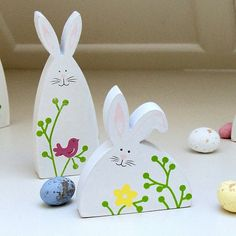 Easter decorations made of wood – the modern ideas. Buy or tinker yourself the Easter decorations? Spring Projects, Easter Projects, Spring Crafts, Easter Crafts, Holiday Crafts, Cork Crafts, Diy And Crafts, Wooden Ornaments, Easter Bunny Decorations