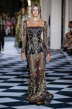 Zuhair Murad Fall 2018 Couture Fashion Show is part of Clothes Fall 2018 - The complete Zuhair Murad Fall 2018 Couture fashion show now on Vogue Runway Fashion 2018, Fashion Week, Runway Fashion, Fashion Hacks, College Fashion, Gothic Fashion, Ladies Fashion, Fashion Tips, Collection Couture