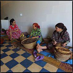 Кооператив по производству арганового масла #cooperative #morocco #essaouira #oil #woman #argan #production #trofoto #travel #travelgram #ge... -