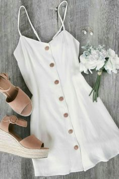 Ada White Button Skater Dress This just in: cutest dress! The Ada White Button Skater Cute Summer Outfits, Cute Casual Outfits, Pretty Outfits, Pretty Dresses, Stylish Outfits, Spring Outfits, Casual Dresses, Winter Outfits, Fashion Mode