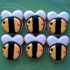 tiny bee cookie tutorial - flourandsugar... omg how precious <3
