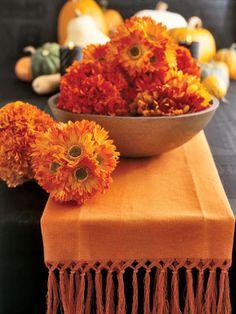 Autumn Centerpiece - tablecloth idea