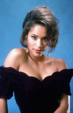 October ~ Karyn Parsons played Hilary Banks on The Fresh Prince of Bel Air television series. Black Actresses, Actors & Actresses, Karyn Parsons, Rap, Famous Women, Natural Looks, Beautiful Actresses, Celebrity Crush, Bellisima