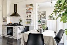 кухня вытяжка над плитой стол
