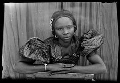 Malian society Photo by Seydou Keita Seydou Keita, History Of Photography, Fine Art Photography, Vintage Photography, Portraits, Portrait Photographers, Grand Palais, West Africa, Female Portrait