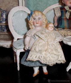 Adorable muñequita alemana all bisque con hermanito / Muñecas antiguas en todocoleccion