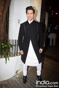 Check out everything Bollywood has been busy with last night! Mens Indian Wear, Mens Ethnic Wear, Indian Groom Wear, Indian Men Fashion, Mens Fashion Suits, Fashion Wear, Wedding Dresses Men Indian, Wedding Dress Men, Wedding Suits