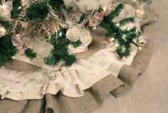 how to make a lace and burlap Christmas tree skirt