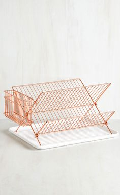 Vintage Kitchen Dry and Mighty Dish Rack. When it comes to fun and functional kitchen accessories, this dish rack is evidence that you know your stuff! Deco Rose, Rose Gold Decor, Functional Kitchen, Home Interior, Home Decor Accessories, Rose Gold Kitchen Accessories, Copper Accessories, Vintage Kitchen, Retro Vintage