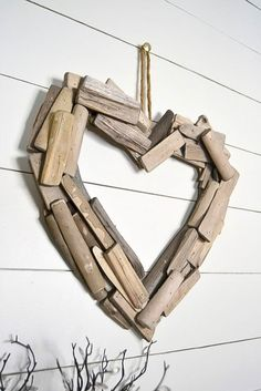 DIY Driftwood Heart Wreath Decor Show your love with this beautiful DIY driftwood hearth wreath in your bedroom ‪ ‬ Driftwood Wreath, Driftwood Crafts, Driftwood Mirror, Driftwood Ideas, Whole 30 Brasil, Romantic Bedroom Decor, Best Valentine's Day Gifts, Diy Rustic Decor, Rustic Wood