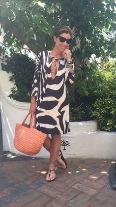 Look da praia do segundo dia. adorei a minha bolsa nova da Sans Arcidet que é… Mature Fashion, 60 Fashion, Over 50 Womens Fashion, Fashion Over 40, Fashion Outfits, Fashion Trends, Vintage Fashion, Casual Wear, Casual Dresses