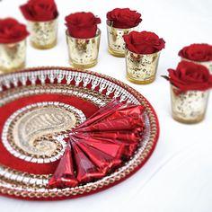 Roll your own mehndi ceremony свадьба, индия Mehendi Night, Henna Night, Mehndi Party, Wedding Mehndi, Desi Wedding, Luxury Wedding, Thali Decoration Ideas, Indian Decoration, Table Decorations