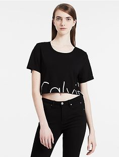 a cut off logo gives this trendy cropped t-shirt a modern look.
