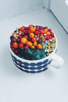Supervihreä smoothiebowl.
