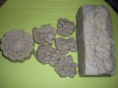 jabonesartesanosalnatural: Champú sólido de ortiga y romero.